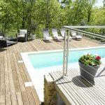 villasoccitanes laviste terrasse niveau piscine avec salon de détente et bains de soleil