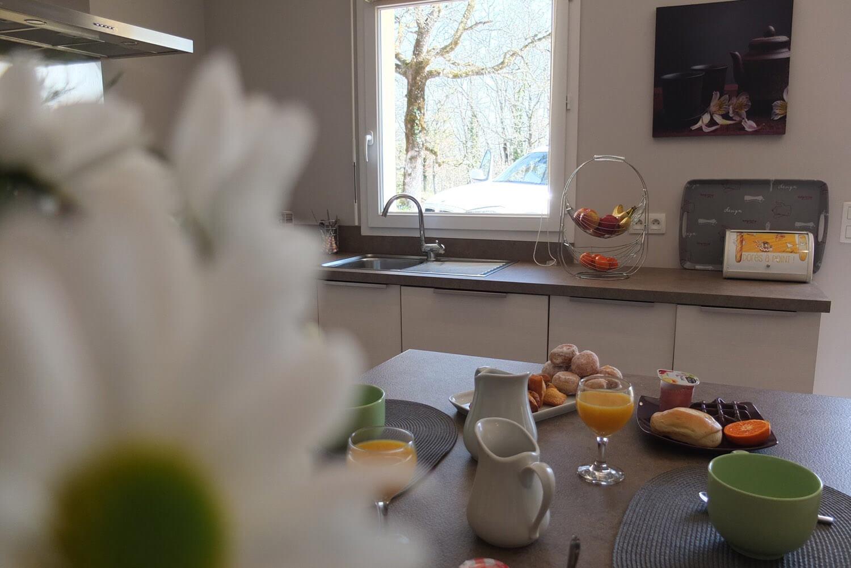 villasoccitanes les chênes la cuisine côté évier