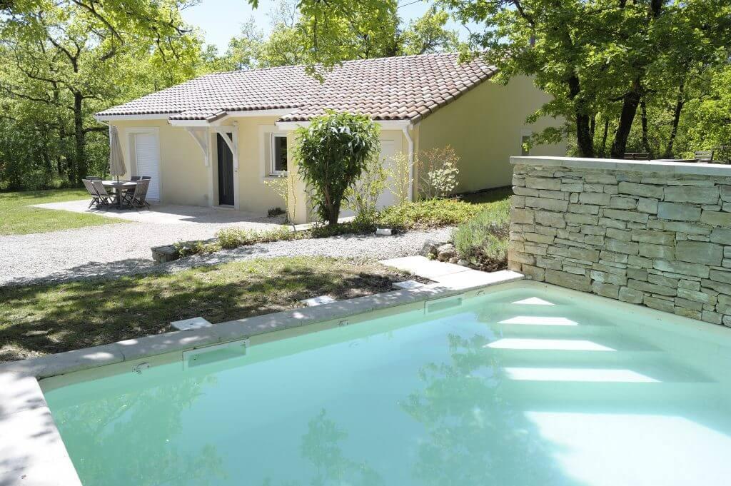 villasoccitanes les chênes piscine chauffée 8 m x 4 m et façade avant