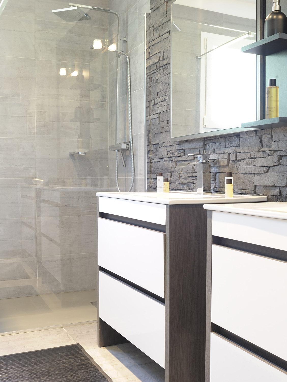 villasoccitanes laviste salle de bain avec grande douche italienne