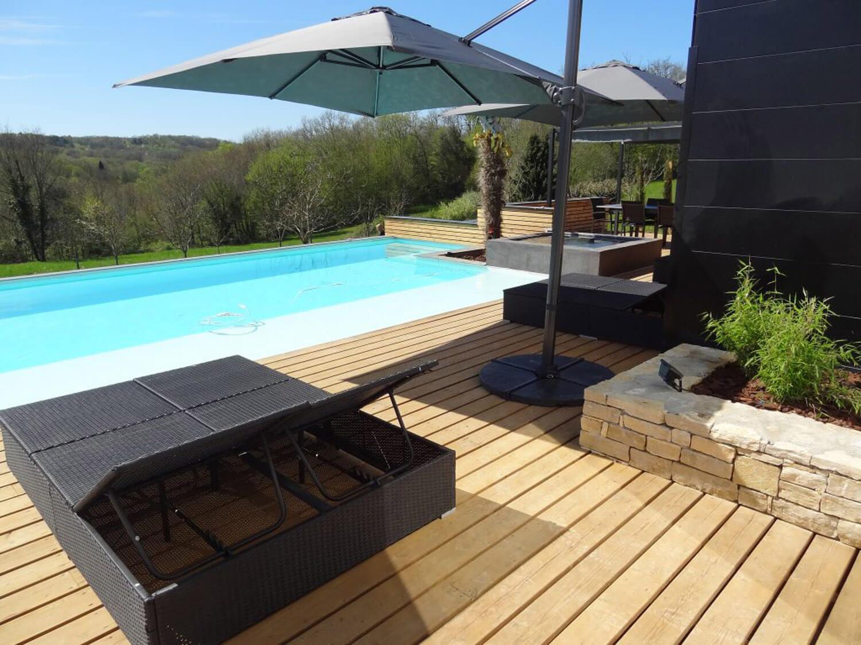 villasoccitanes estève piscine chauffée avec bain à bulles et terrasse