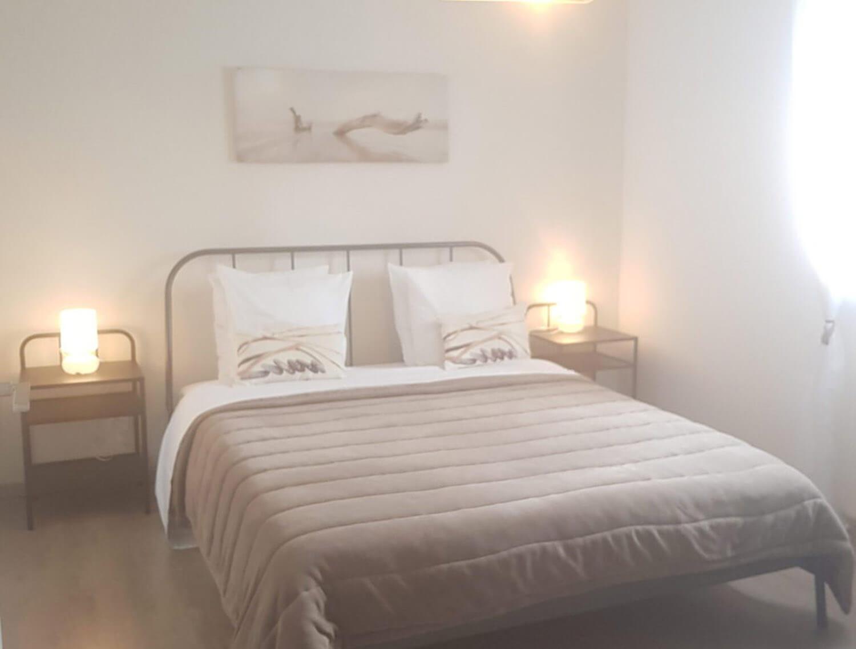 villasoccitanes les cayrous chambre équipée d'un lit en 160