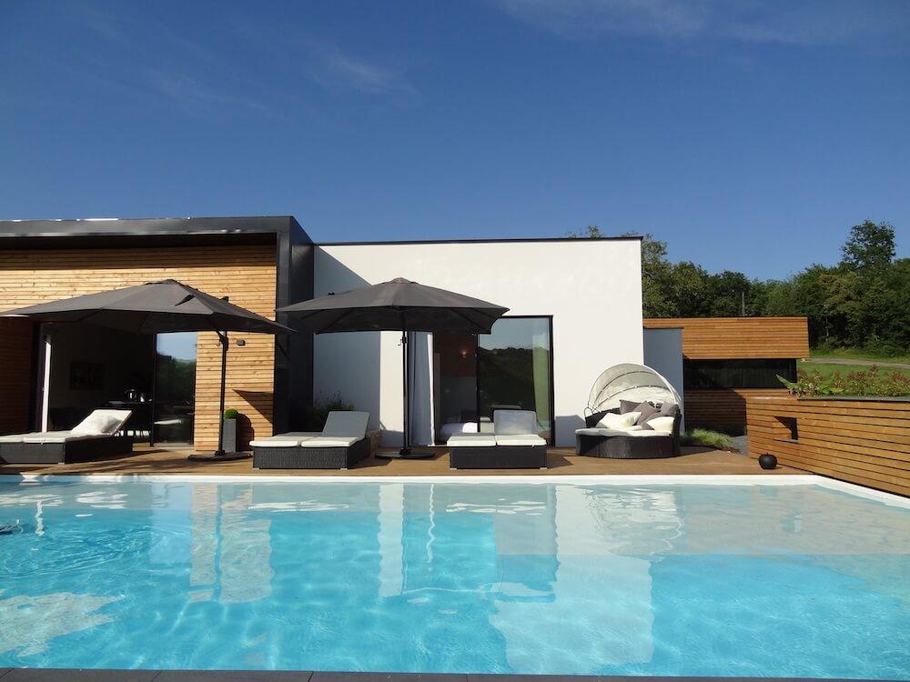 piscine et terrasse villa estève sainte-mondane dordogne