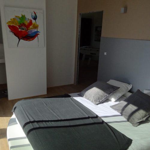 villasoccitanes estève suite parentale équipée d'un lit rond en 180 et d'une salle d'eau d'un dressing et d'un wc