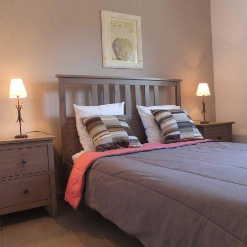 villasoccitanes les chênes chambre équipée d'un lit en 140